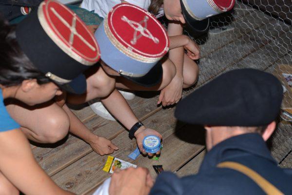 mystère au musée photo du groupe 2 préparant les rations