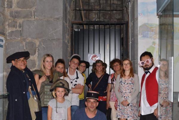 mystère au musée photo de groupe